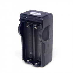 Chargeur secteur 220v 4.2v de 2 batteries rechargeables 18650 3.7v
