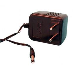Caricabatterie elettronico con spina inseribile 220vca 9vcc 200ma per torce e101